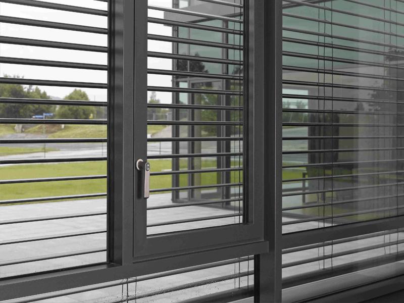 Einbruchhemmende und durchschusshemmende Sicherheitsfenster